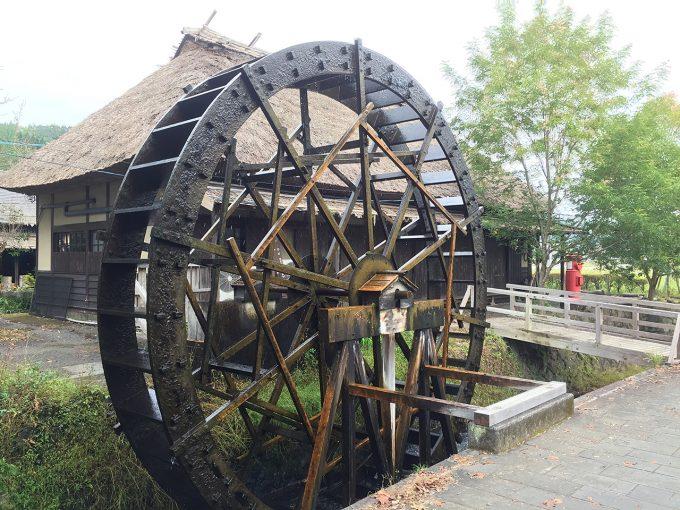 原尻の滝の水車