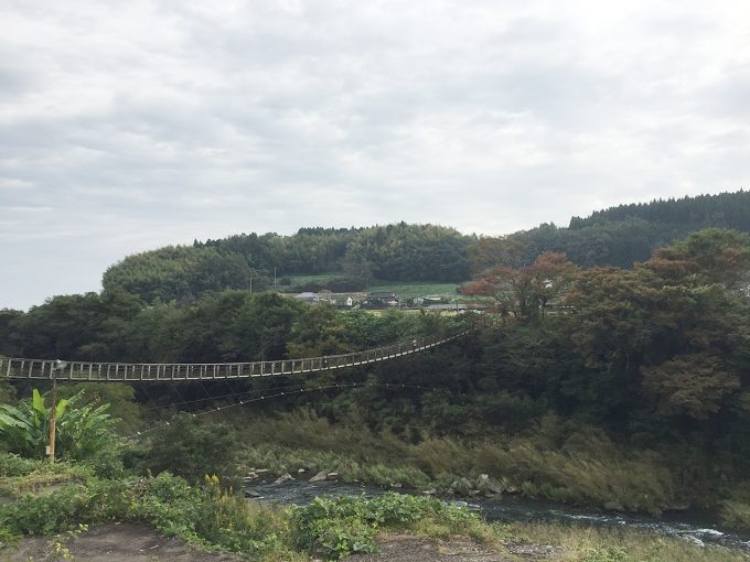 原尻の滝にかかる吊り橋