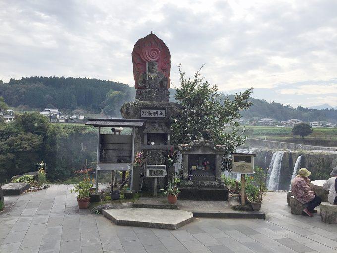 原尻の滝にある不動明王像
