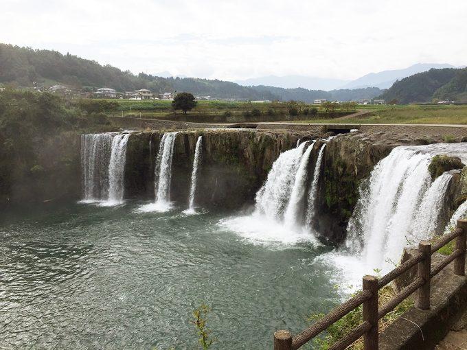 原尻の滝の近景