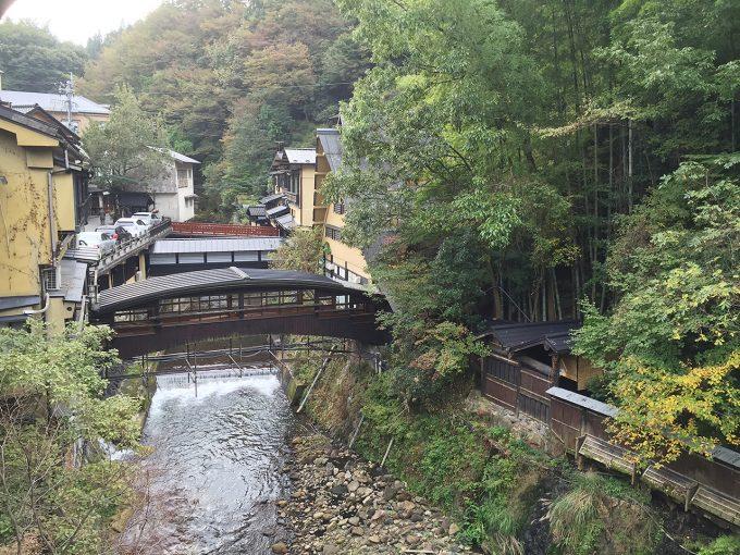 黒川温泉の川にかかる橋