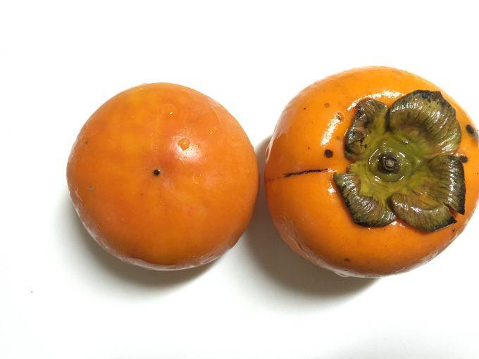 上下に並べた柿
