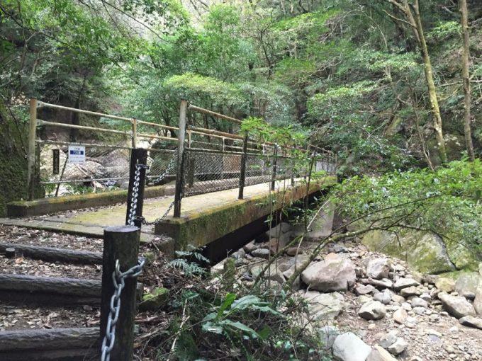 コンクリートで作られた橋