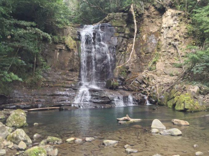 五重の滝の近距離の写真