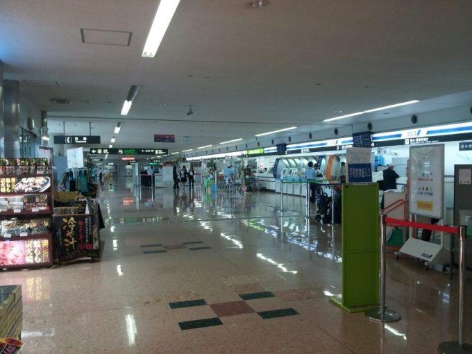 宮崎空港の受付カウンター