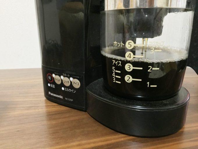 段々とできあがり完成間近のコーヒー