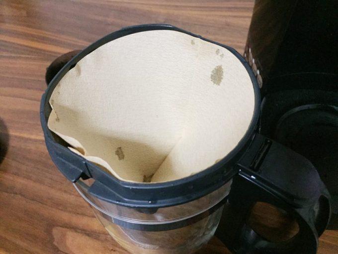 コーヒーフィルターを本体にセットした状態