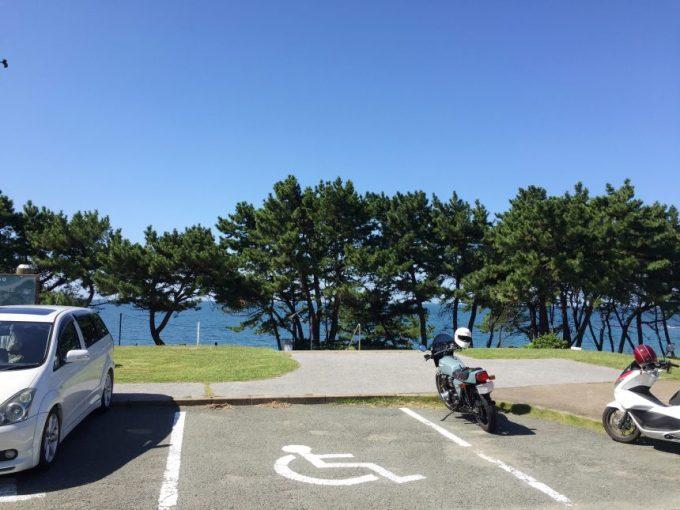 休暇村志賀島の駐車場に止まるバイク