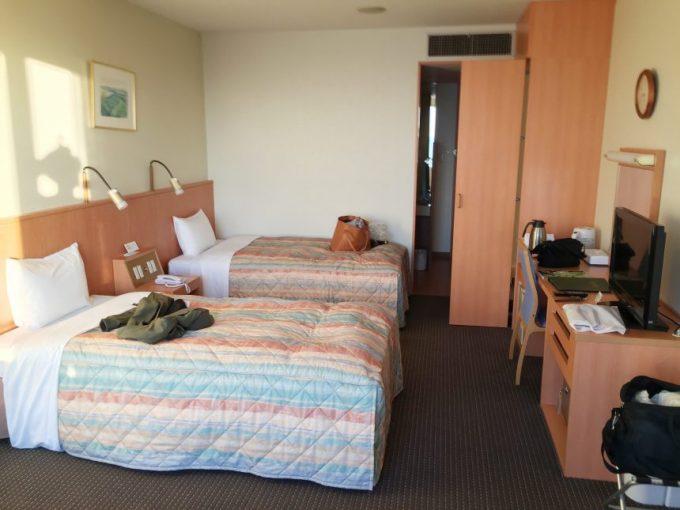 休暇村志賀島の洋室(室内から入口へ向けて撮影)