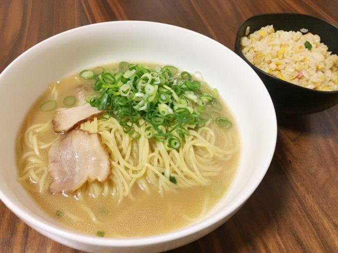 レー麺とやきめし。冷凍食品でラーメンセット