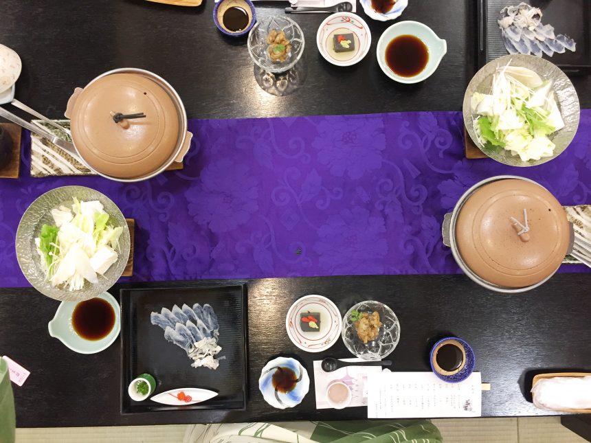 机に並べられた豪華な晩御飯