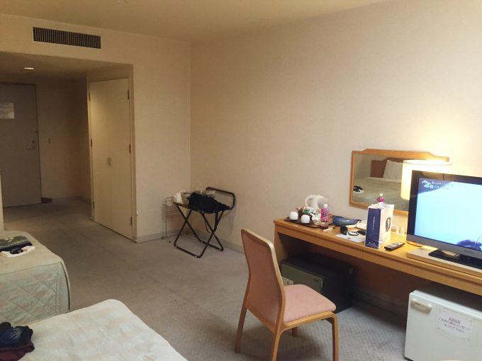 ホテルエミナース室内ドア側