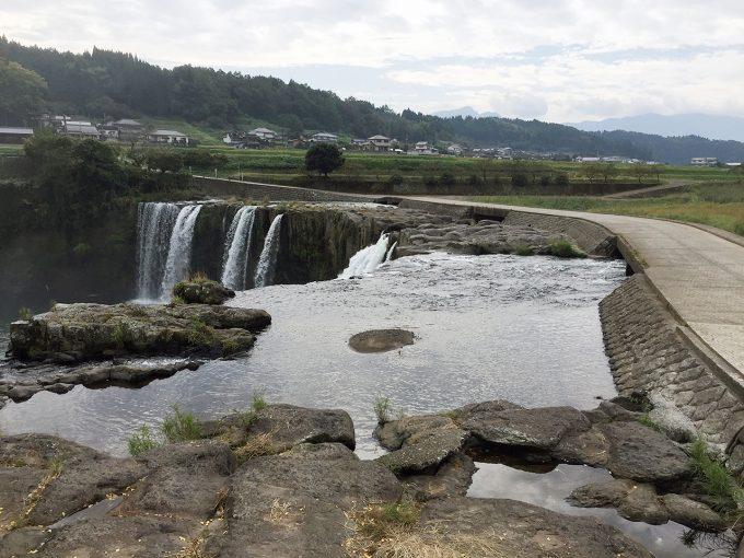 原尻の滝を近くから見る