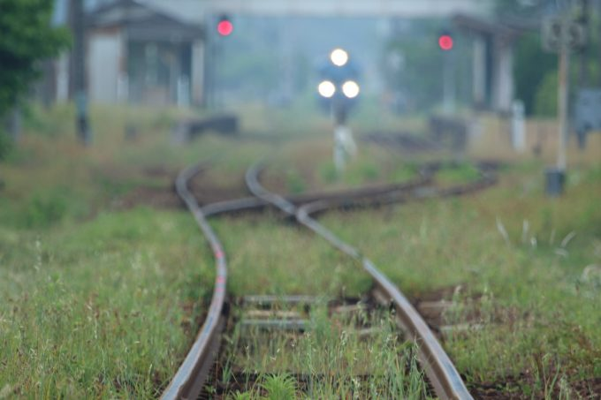 彼方に見える列車