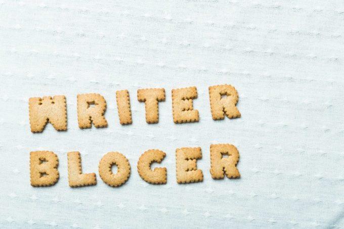 クッキーでできたwriter,blogerの文字