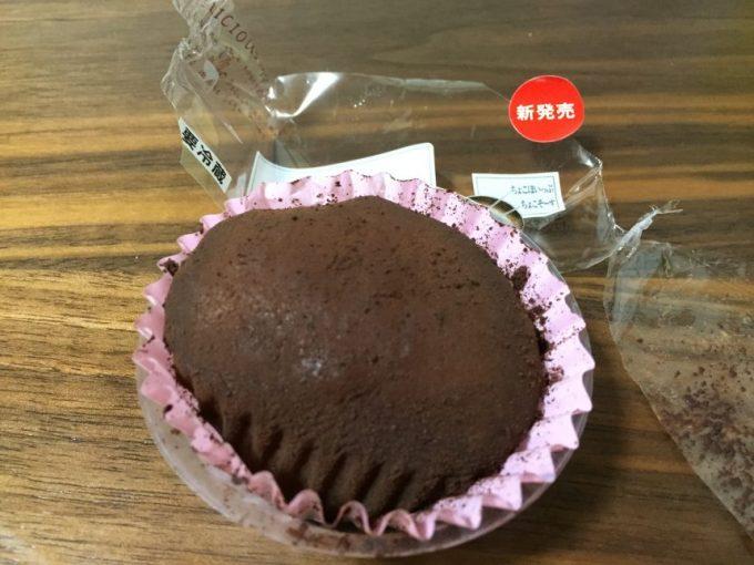 チョコクリームわらびの包みを開けた状態