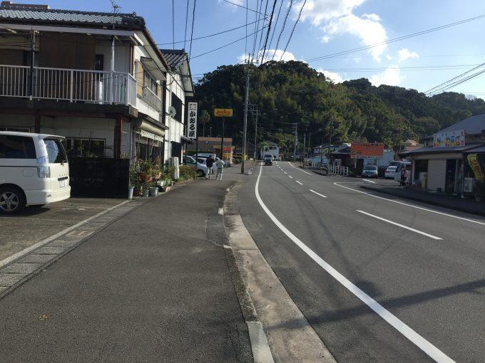 かおる屋の前の道路