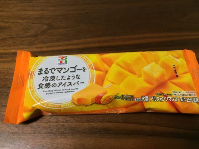 まるで○○を冷凍したような食感のアイスバー、マンゴー味のパッケージ