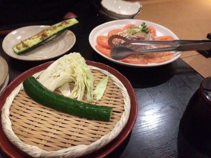 きゅうりに味噌をぬって食べる前の状態