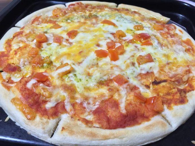 焼きあがった冷凍ピザ