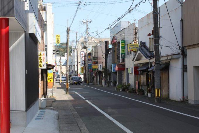 油津の飲食店街の街並み