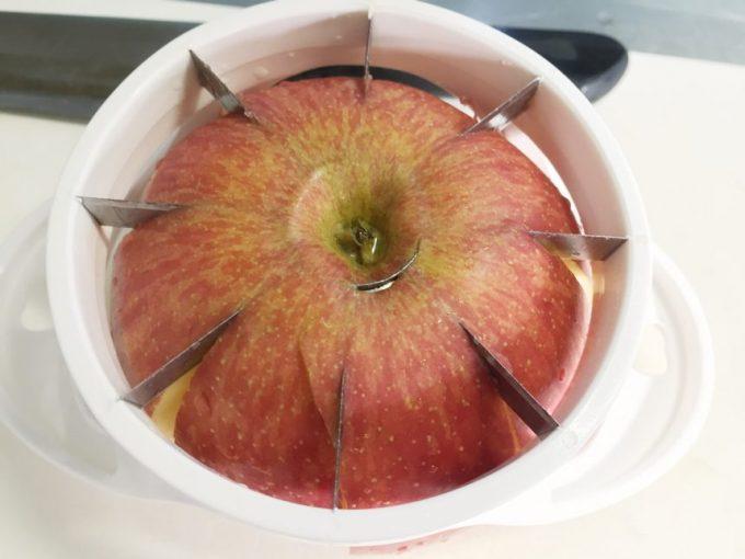 リンゴカッターを使うも、最後抜けきれなかった底面部分。