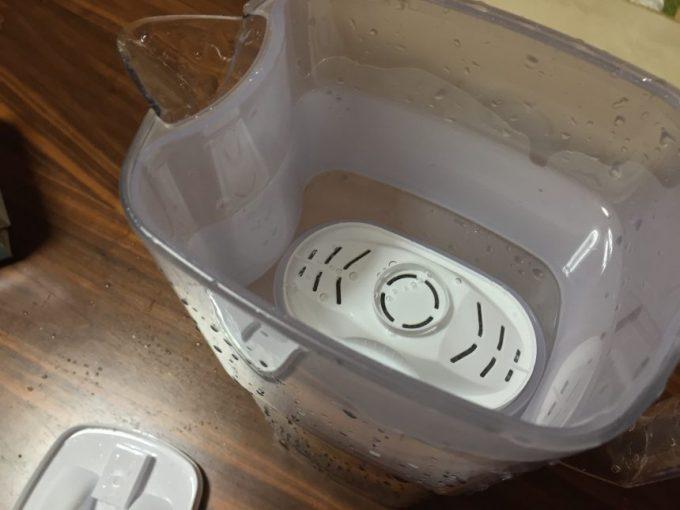 水を張ったブリタの浄水ポット