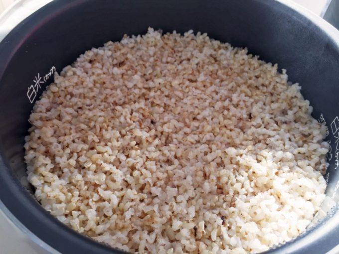 炊きあがった玄米