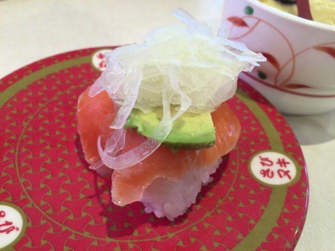 アボカドサーモンのお寿司