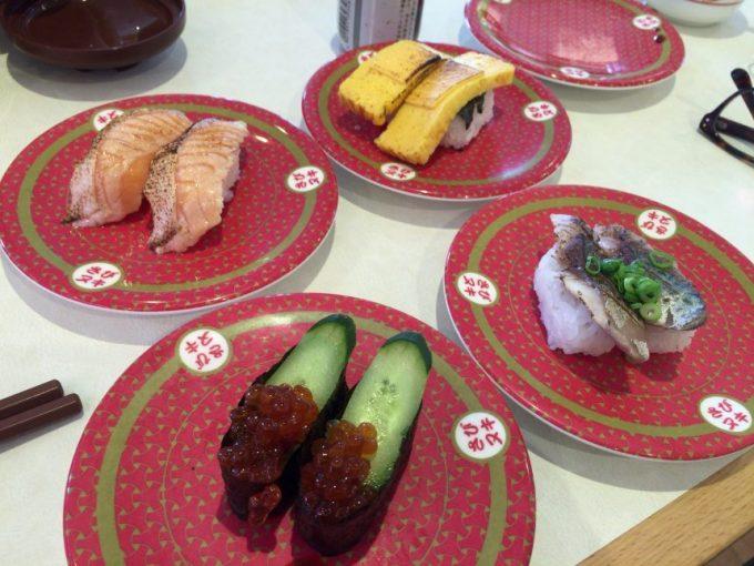 4枚並べた寿司