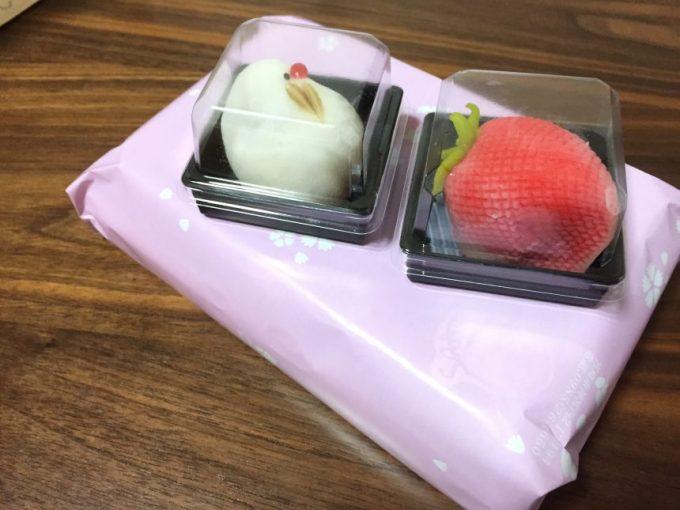 丹頂と苺の和菓子