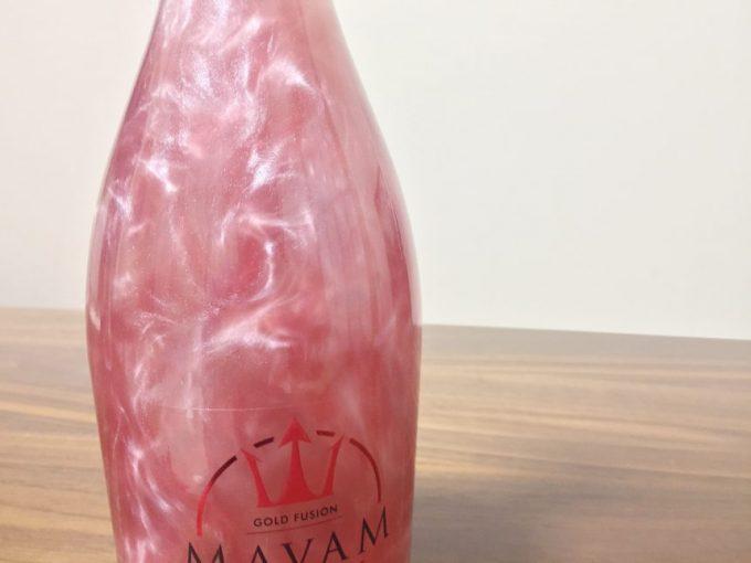 瓶の中で銀色の粒子がゆらめくマバム