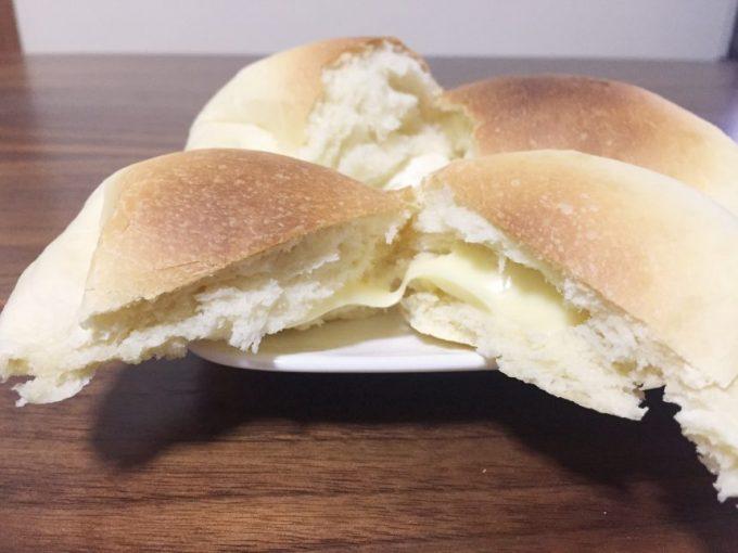 無添加の自家製パンが出来上がった状態。割った図