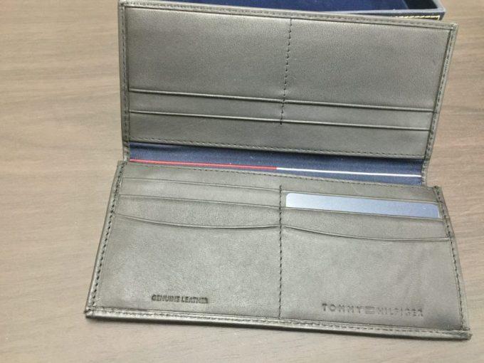 トミーヒルフィガーの長財布の内側