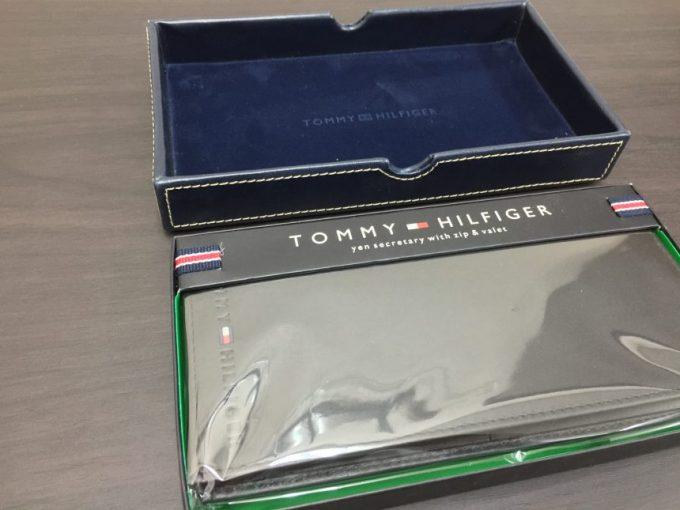 包装されたままのトミーヒルフィガーの長財布