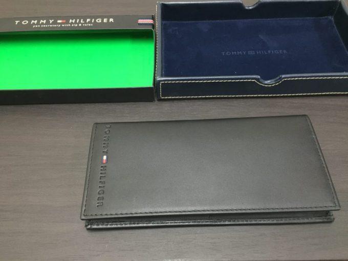 包装から出したトミーヒルフィガーの長財布