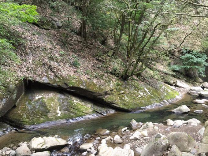 自然を感じる一枚岩