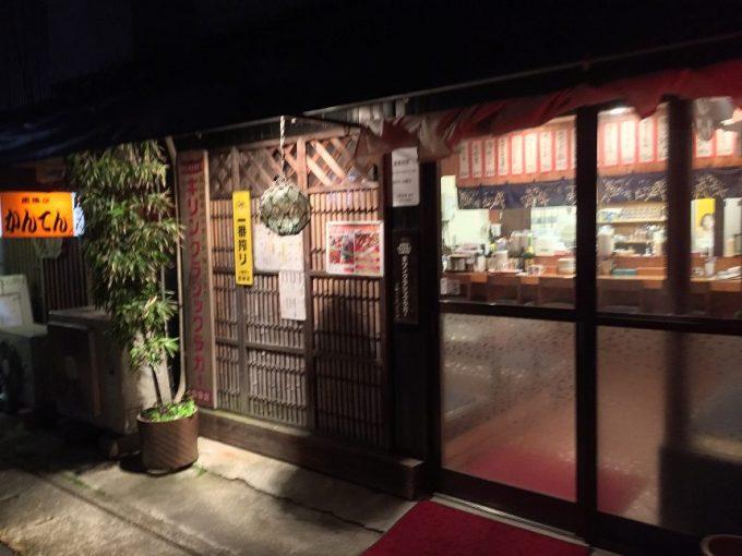 お好み焼き屋、須山の入り口