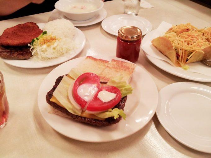 ジャッキーステーキハウスのハンバーガー