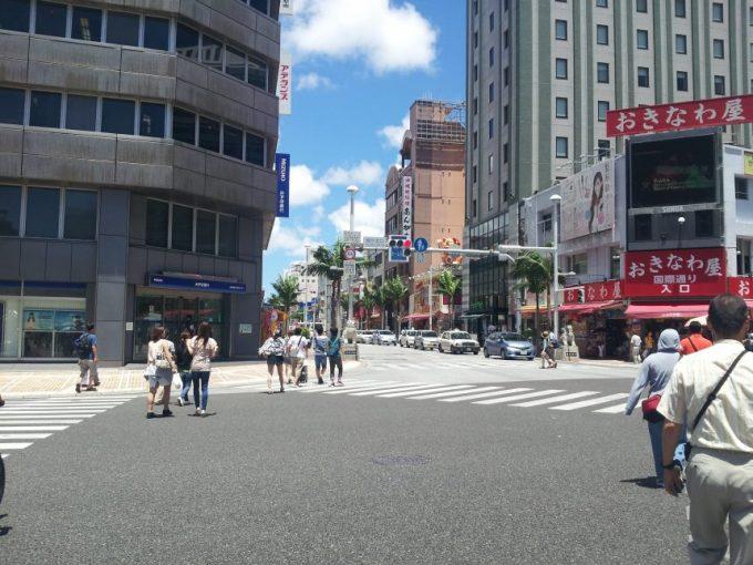 国際通りへ続く交差点
