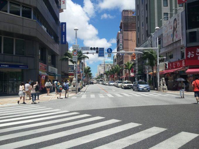 国際通りの玄関口の交差点