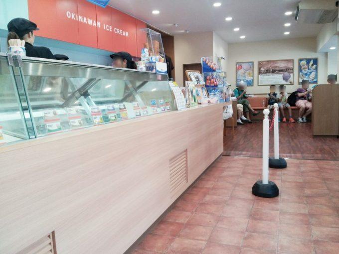 ブルーシールアイスクリームの店内