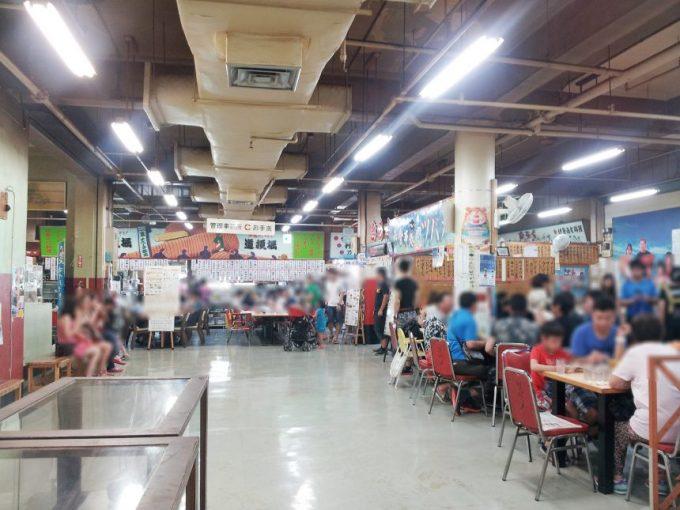 牧志公設市場の2階にある持ち込み調理をしてくれる食堂