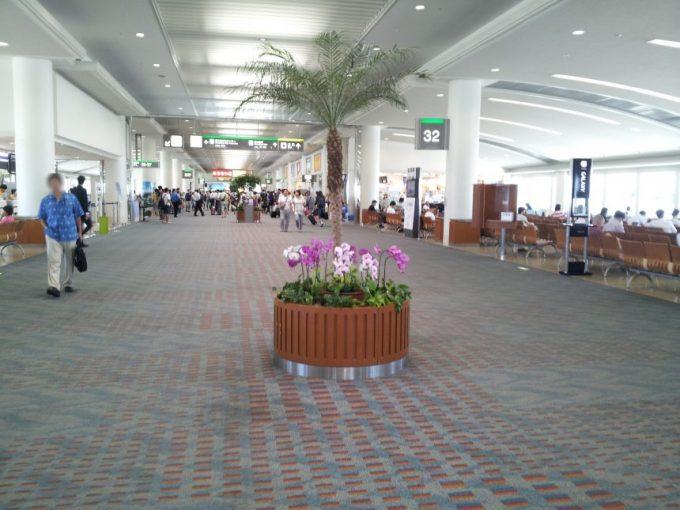 沖縄空港内のフロア