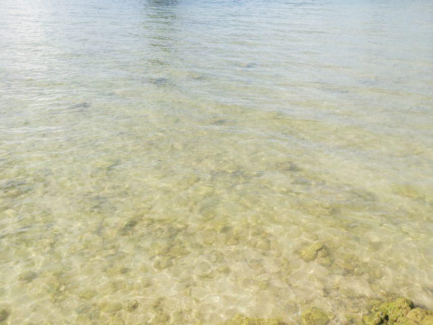 古宇利大橋の袂の海