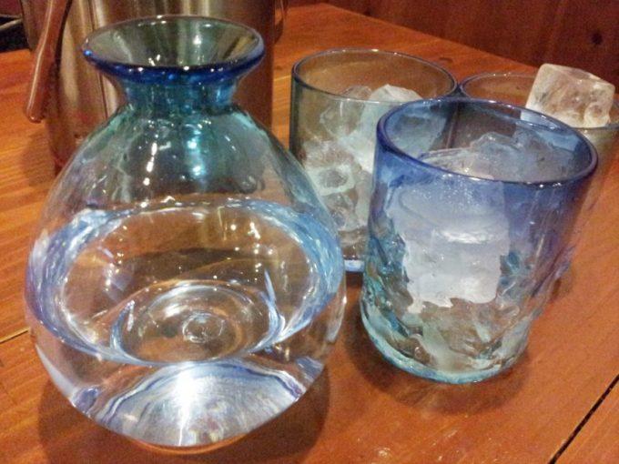 ブルーの琉球ガラスに入った、涼しげなグラス