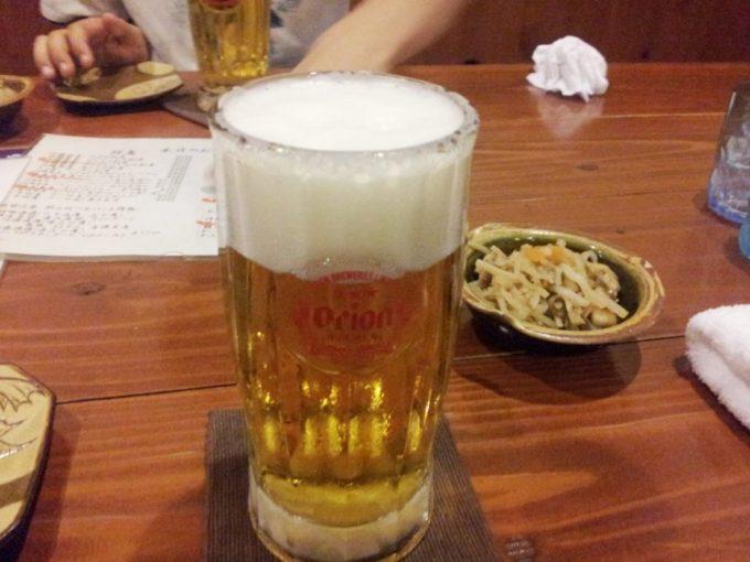 葵屋のメニュー、オリオンのロゴのジョッキに入ったビール