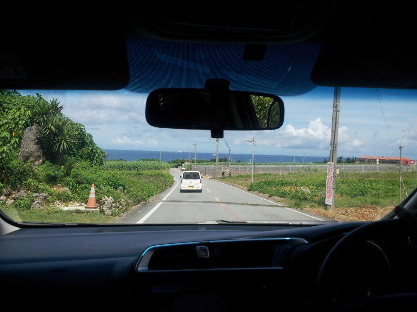 残波岬へ向かう車中から撮影した風景