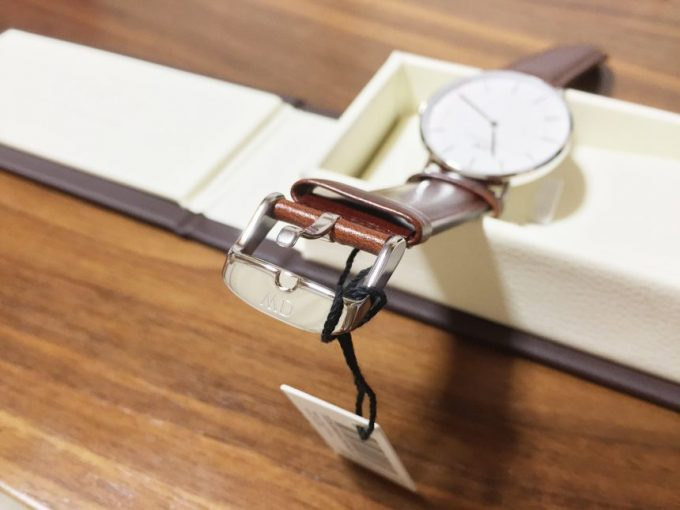 腕時計のバックル留め金部分