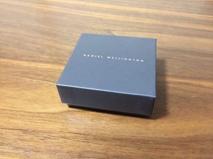 ダニエルウェリントンのハートチャームが入った箱